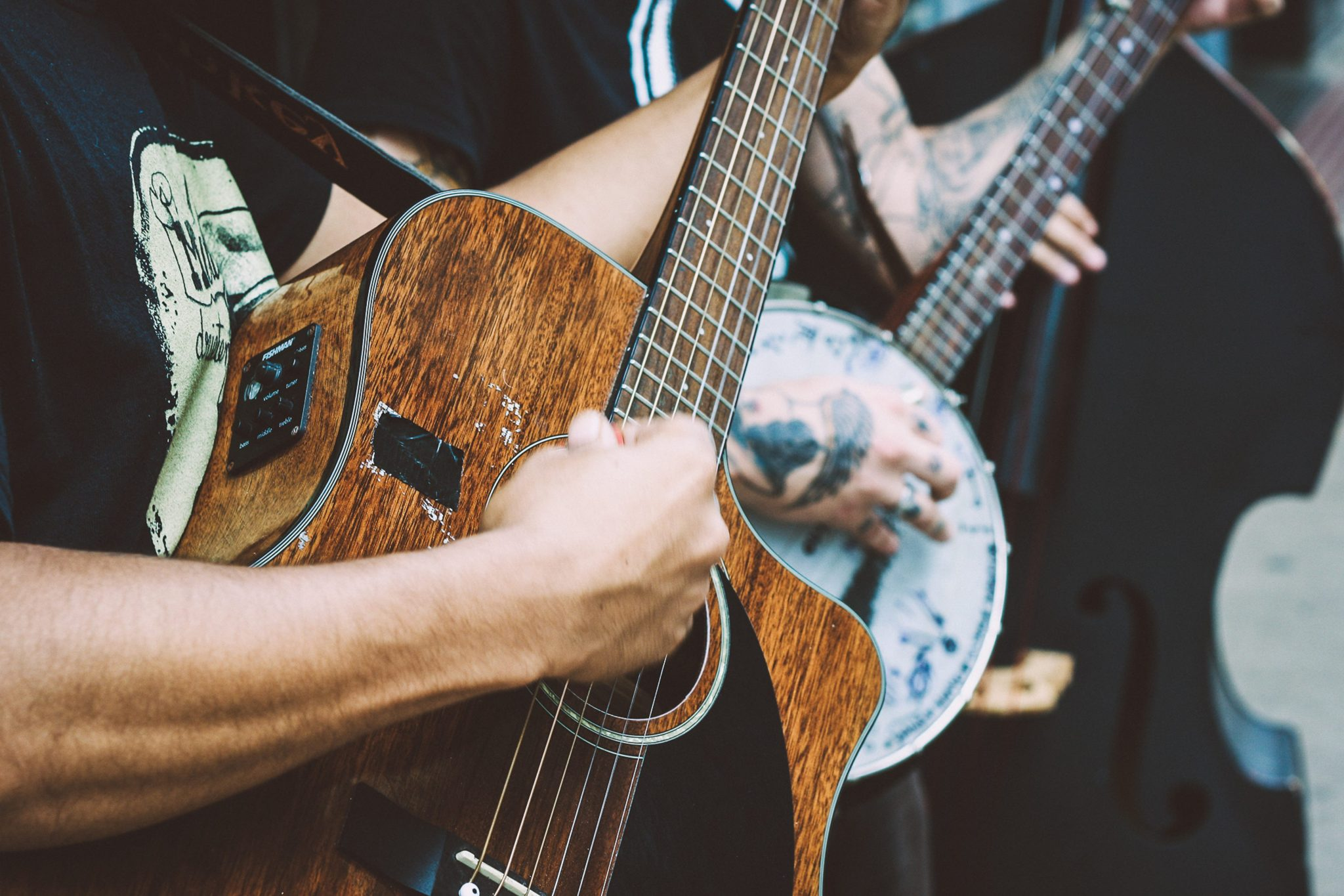 the 12 best acoustic guitars for playing blues 2019 reviews guitaarr. Black Bedroom Furniture Sets. Home Design Ideas