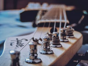 How to change a guitar string without a winder