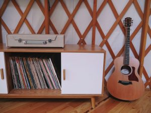 Do you need to read music to play the guitar?