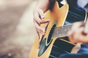 Buying Your First Guitar - 10 Tips For Beginners
