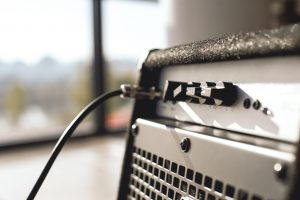 Are guitar amps and bass amps the same?
